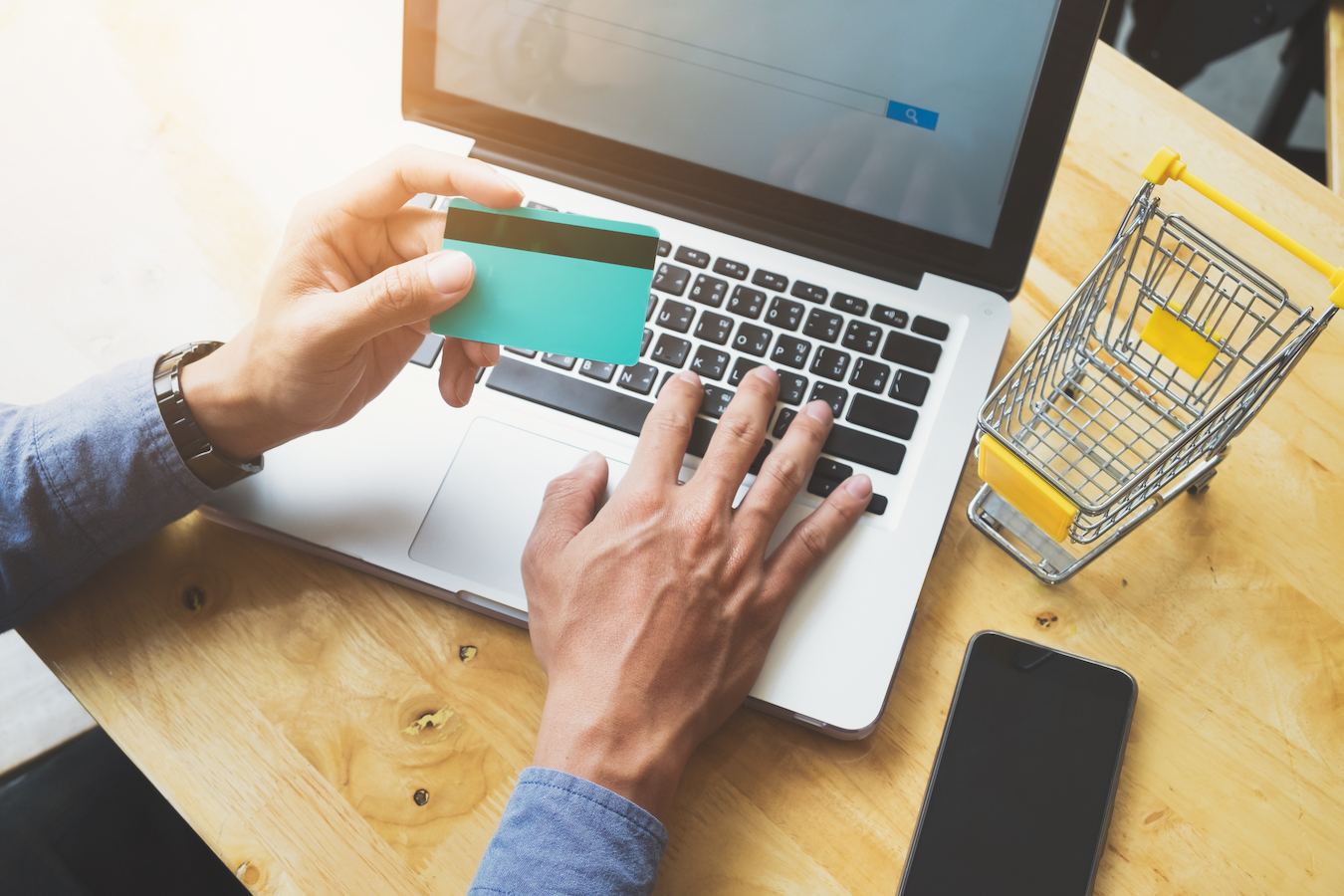 Being aware and applying the eCommerce shipping best practices is one of the main pillars for a successful eCommerce strategy!
